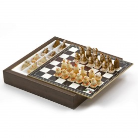Chess Set con Scacchi La Fattoria in Alabastro e resina dipinti a mano e Box contenitore in legno